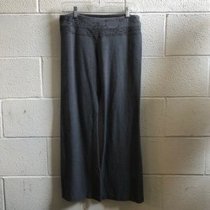 Lululemon gray groove pant with floral band sz 8